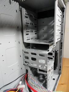 "4 External 5.25"" bays, 1 External Floppy bay, 5 Internal Drive cages"