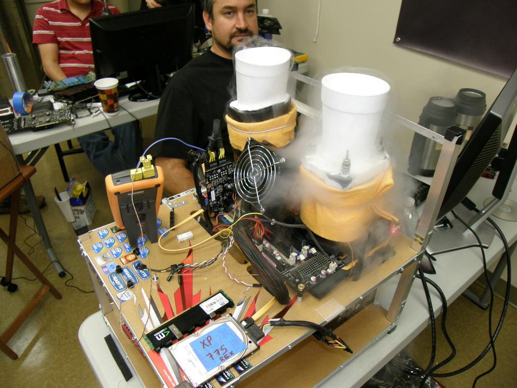 Brolloks Using LN2 on His CPU and GPU
