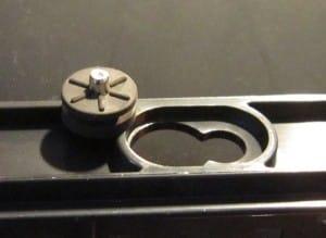 Hotswap tray mounting grommet